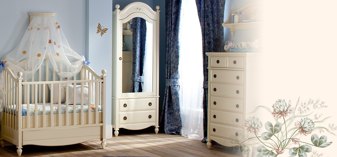 Шкафы из массива в элегантном классическом стиле для экологичной жизни