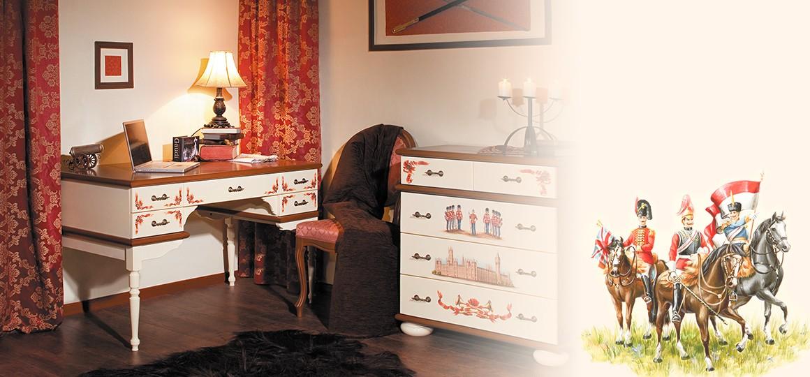 Детские письменные столы из натурального дерева с ручной росписью