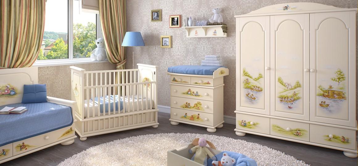 Трехстворчатые шкафы из дерева с оригинальной ручной росписью – украшение комнаты